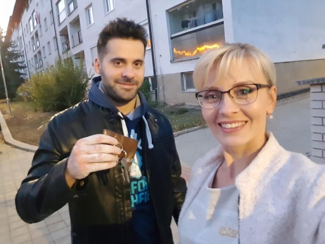 Další šťastný klient dostal klíčky od svého prvního bytu