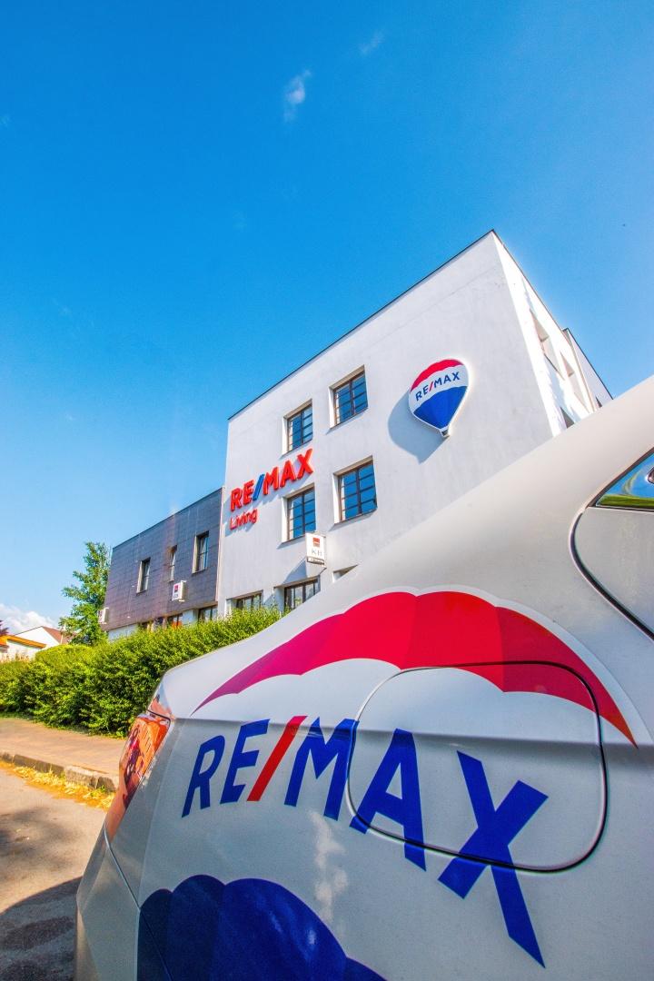 Realitní kancelář RE/MAX Living se řídí etickým kodexem a obchodními podmínkami RE/MAX ČR
