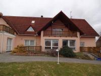 : hlavní objekt pensionu s restaurací (Prodej domu v osobním vlastnictví 1080 m², Nevid)