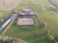 : výběh pro koně - 25 x 15 m (Prodej domu v osobním vlastnictví 1080 m², Nevid)