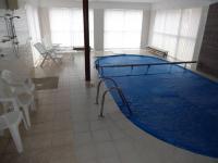 : bazén  27 m² (Prodej domu v osobním vlastnictví 1080 m², Nevid)