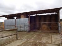 : velký seník, kapacita 130 balíků (Prodej pozemku 84269 m², Nevid)