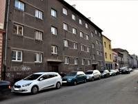 Pohled na dům (Prodej bytu 2+1 v osobním vlastnictví 50 m², Plzeň)