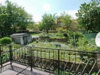 Pohled na zahradu z terasy (Prodej domu v osobním vlastnictví 400 m², Prachatice)