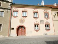 Pohled na dům z ulice (Prodej domu v osobním vlastnictví 400 m², Prachatice)