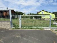 : druhý vjezd - pojezdová vrata - Prodej pozemku 4647 m², Šťáhlavy