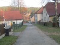 : přístupová cesta v obci Bučí - Prodej pozemku 3575 m², Bučí