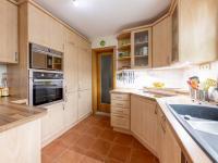 : zakázková kuchyně s vestavěnými spotřebiči - Prodej domu v osobním vlastnictví 245 m², Žinkovy