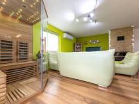 : obývací část se saunou - Prodej domu v osobním vlastnictví 245 m², Žinkovy