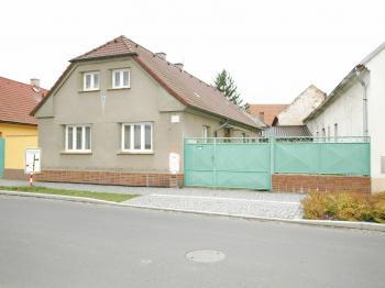Pohled z ulice - Prodej domu v osobním vlastnictví 83 m², Dolní Lukavice