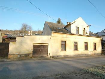 Pohled z ulice - Prodej domu v osobním vlastnictví 320 m², Manětín