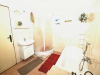 Koupelna přízemí - Prodej domu v osobním vlastnictví 320 m², Manětín
