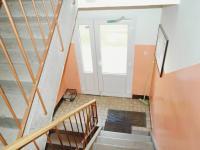 Schodiště ke vchodu - Prodej bytu 3+kk v osobním vlastnictví 58 m², Vejprnice