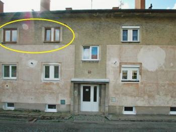 Pohled na dům zpředu - Prodej bytu 3+kk v osobním vlastnictví 58 m², Vejprnice
