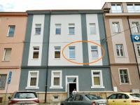 Pohled na dům z ulice - Pronájem bytu 2+kk v osobním vlastnictví 45 m², Plzeň