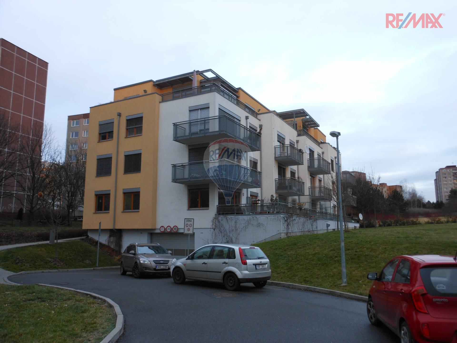 Pronájem výjimečného světlého bytu 3+kk s balkonem v ulici Do Klukovic v Praze 5 - Hlubočepích