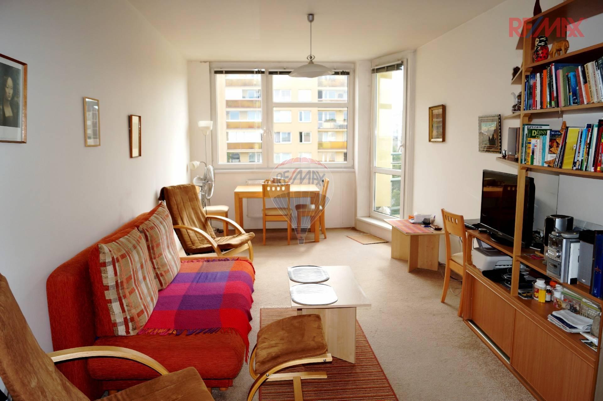 Prodaný byt 2+kk s balkonem a zamykatelnou garáží, Voskovcova, Praha 5