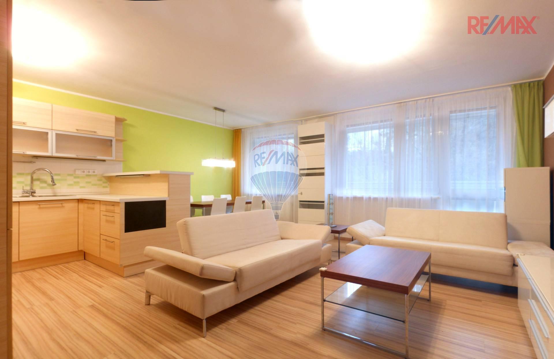 Pronájem bytu 4+kk se zasklenou lodžií a dvěma toaletami a sklepem, Ohradní - Michle