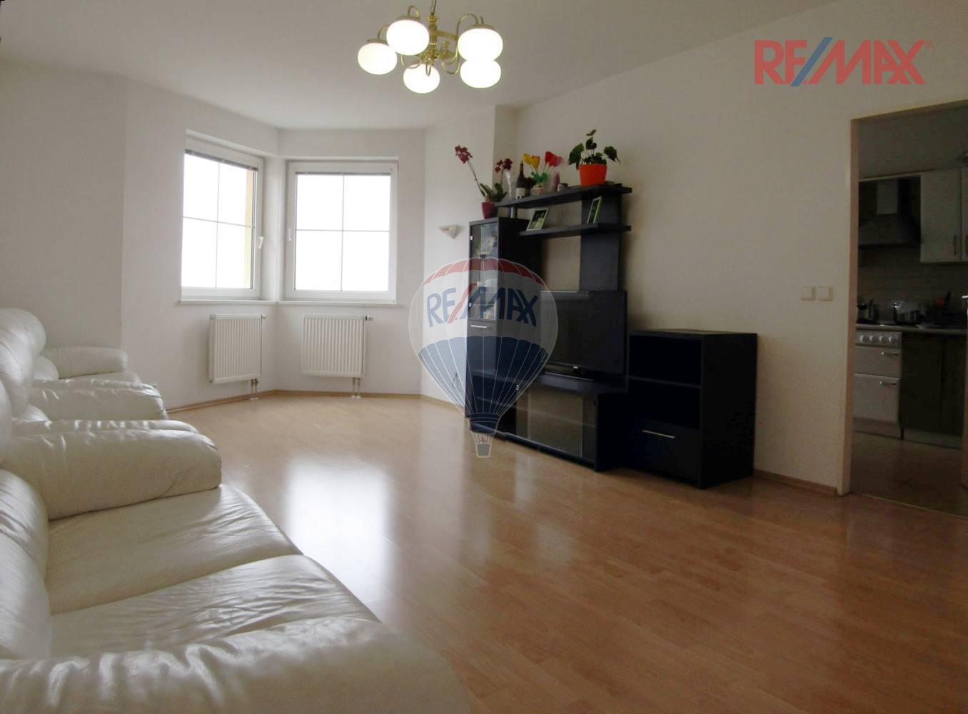 Prodej bytu 4+1 s balkonem (108 m2) - Voskovcova