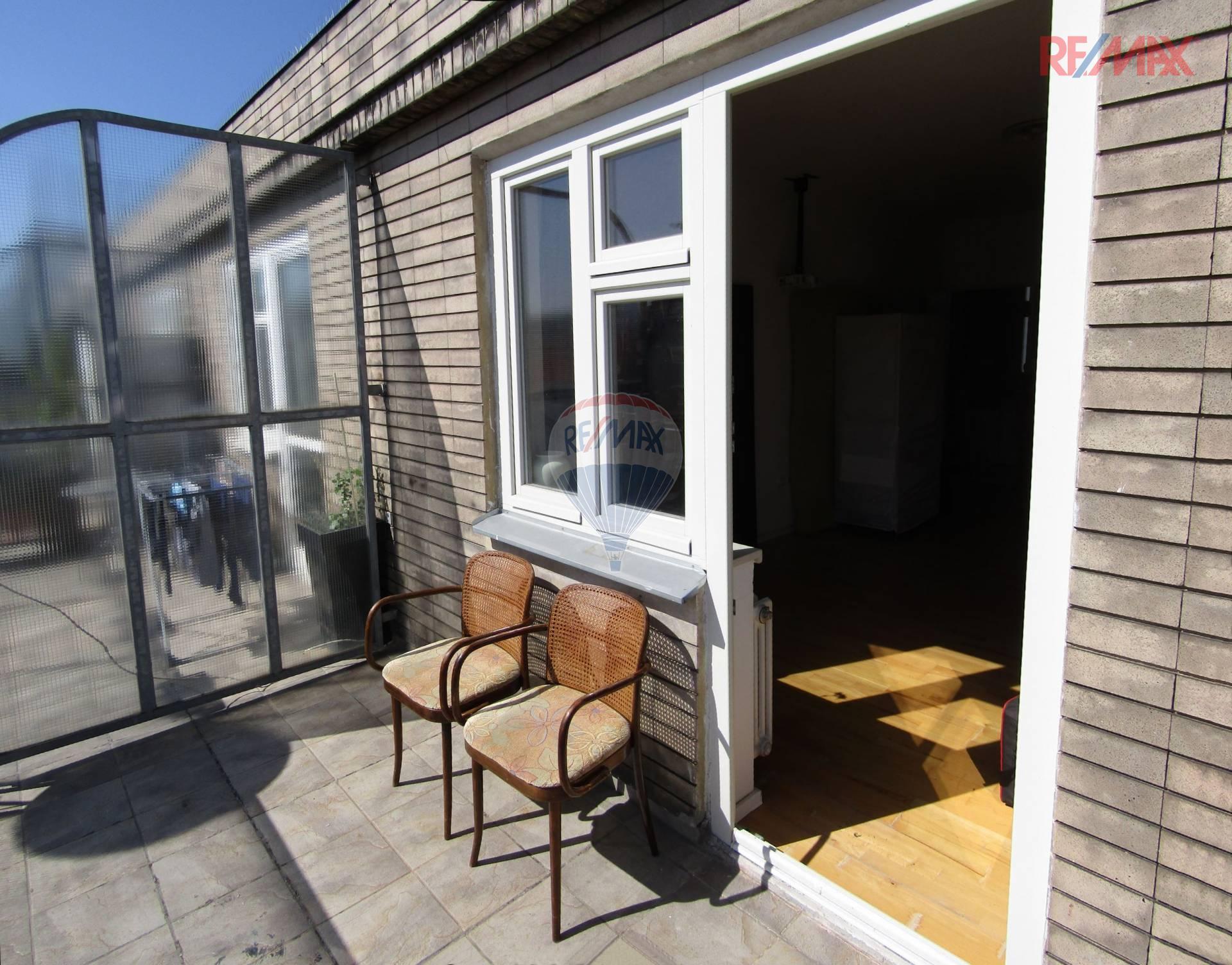 Pronájem bytu 1+kk  s terasou v Opletalově ulici