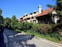 Dům a ulice (Prodej bytu 4+1 v osobním vlastnictví 92 m², Praha 5 - Smíchov)