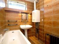 Koupelna (Prodej bytu 4+1 v osobním vlastnictví 92 m², Praha 5 - Smíchov)