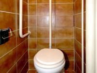 WC (Prodej bytu 4+1 v osobním vlastnictví 92 m², Praha 5 - Smíchov)