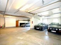 Kryté parkování (Prodej bytu 4+1 v osobním vlastnictví 92 m², Praha 5 - Smíchov)