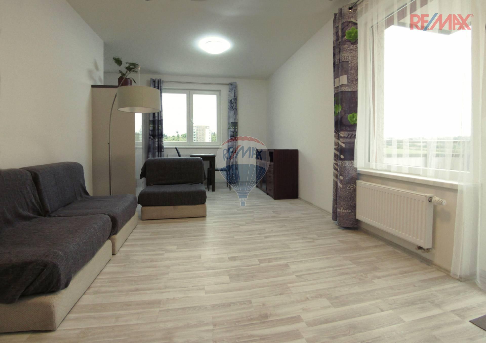 Pronájem nového bytu 2+kk s balkonem a garážovým stáním - Werichova