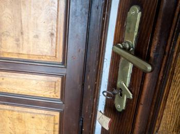Detail dveří - Prodej domu v osobním vlastnictví 193 m², Dub