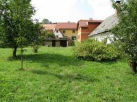 Pohled ze zahrady k domům (Prodej domu v osobním vlastnictví 260 m², Nečtiny)