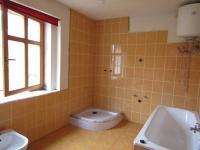 Koupelna a WC v přístavku (Prodej domu v osobním vlastnictví 260 m², Nečtiny)
