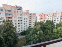 Výhled z balkonu (Prodej bytu 3+1 v osobním vlastnictví 69 m², Praha 9 - Černý Most)