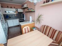 Jídelní kout a kuchyně (Prodej bytu 3+1 v osobním vlastnictví 69 m², Praha 9 - Černý Most)