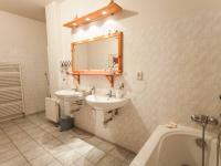 Koupelna (Pronájem bytu 4+1 v osobním vlastnictví 193 m², Praha 5 - Stodůlky)