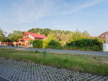 Pohled z ulice - Prodej pozemku 675 m², Praha 5 - Stodůlky