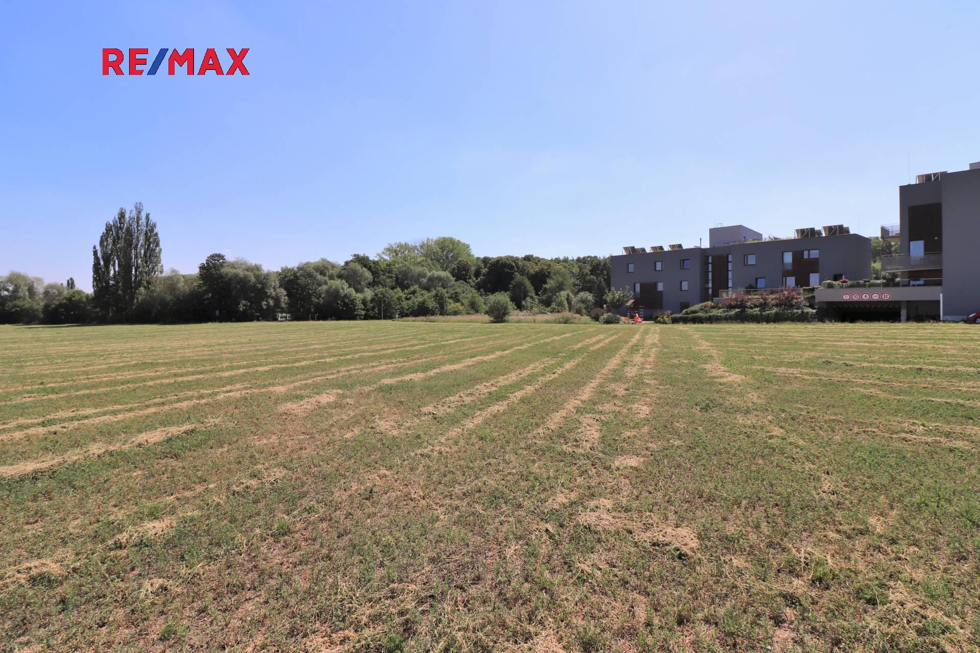 Prodej pozemku 5882 m², Praha 10 - Uhříněves