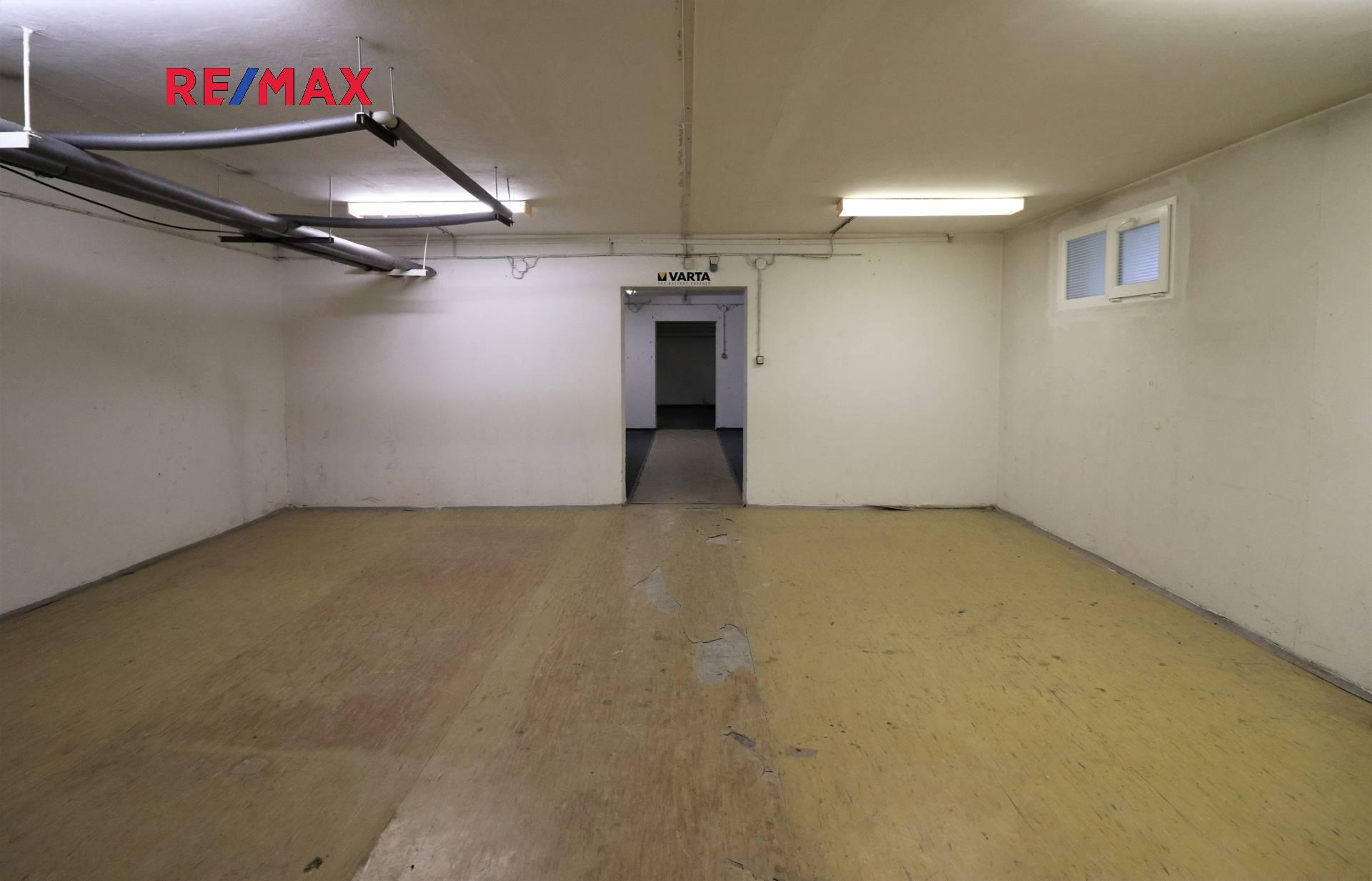 Pronájem kancelářských prostor 262 m², Praha 8 - Kobylisy