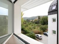 jihovýchodní výhled - Prodej bytu 2+kk v osobním vlastnictví 70 m², Řevnice