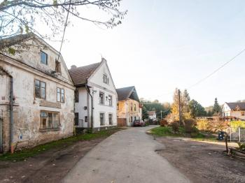 Dům (prostřední vlevo) - Prodej domu v osobním vlastnictví 175 m², Řepín