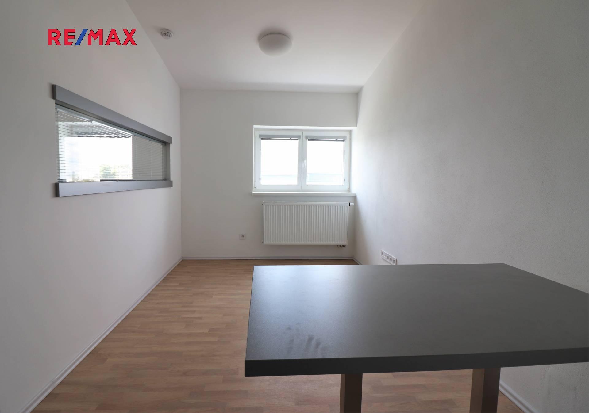 Pronájem bytu 1+kk v osobním vlastnictví 46 m², Praha 10 - Uhříněves