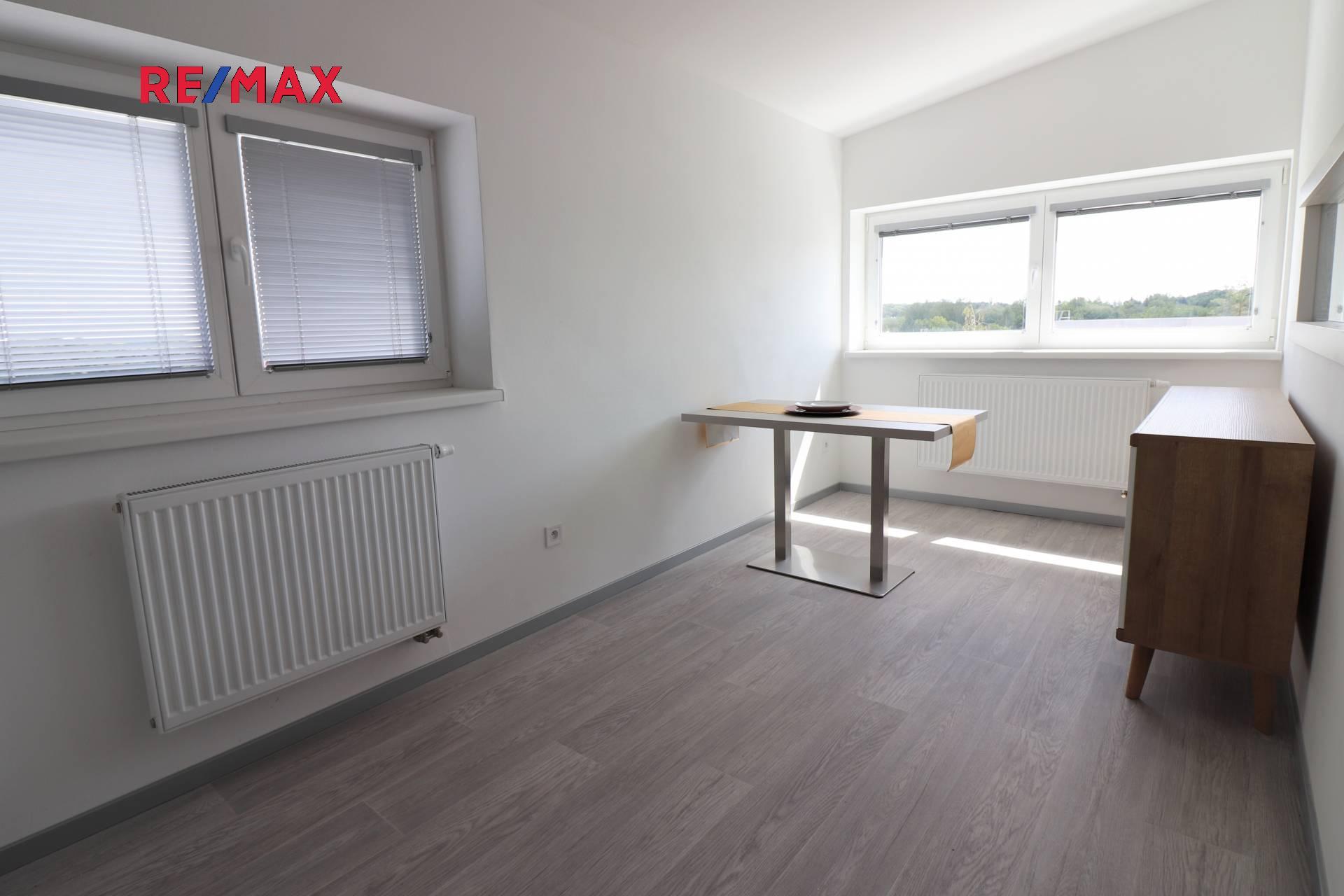 Pronájem bytu 2+kk v osobním vlastnictví 48 m², Praha 10 - Uhříněves