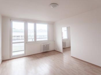 Obývací pokoj - Pronájem bytu 4+1 v družstevním vlastnictví 105 m², Praha 9 - Černý Most