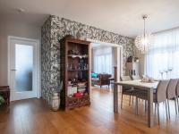 jídelna a chodba - Prodej domu v osobním vlastnictví 220 m², Praha 10 - Benice