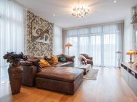 obývací pokoj - Prodej domu v osobním vlastnictví 220 m², Praha 10 - Benice