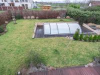 pozemek s bazénem - Prodej domu v osobním vlastnictví 220 m², Praha 10 - Benice