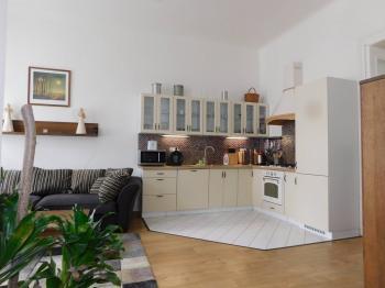 Prodej bytu 3+kk v družstevním vlastnictví, 95 m2, Praha 8 - Karlín