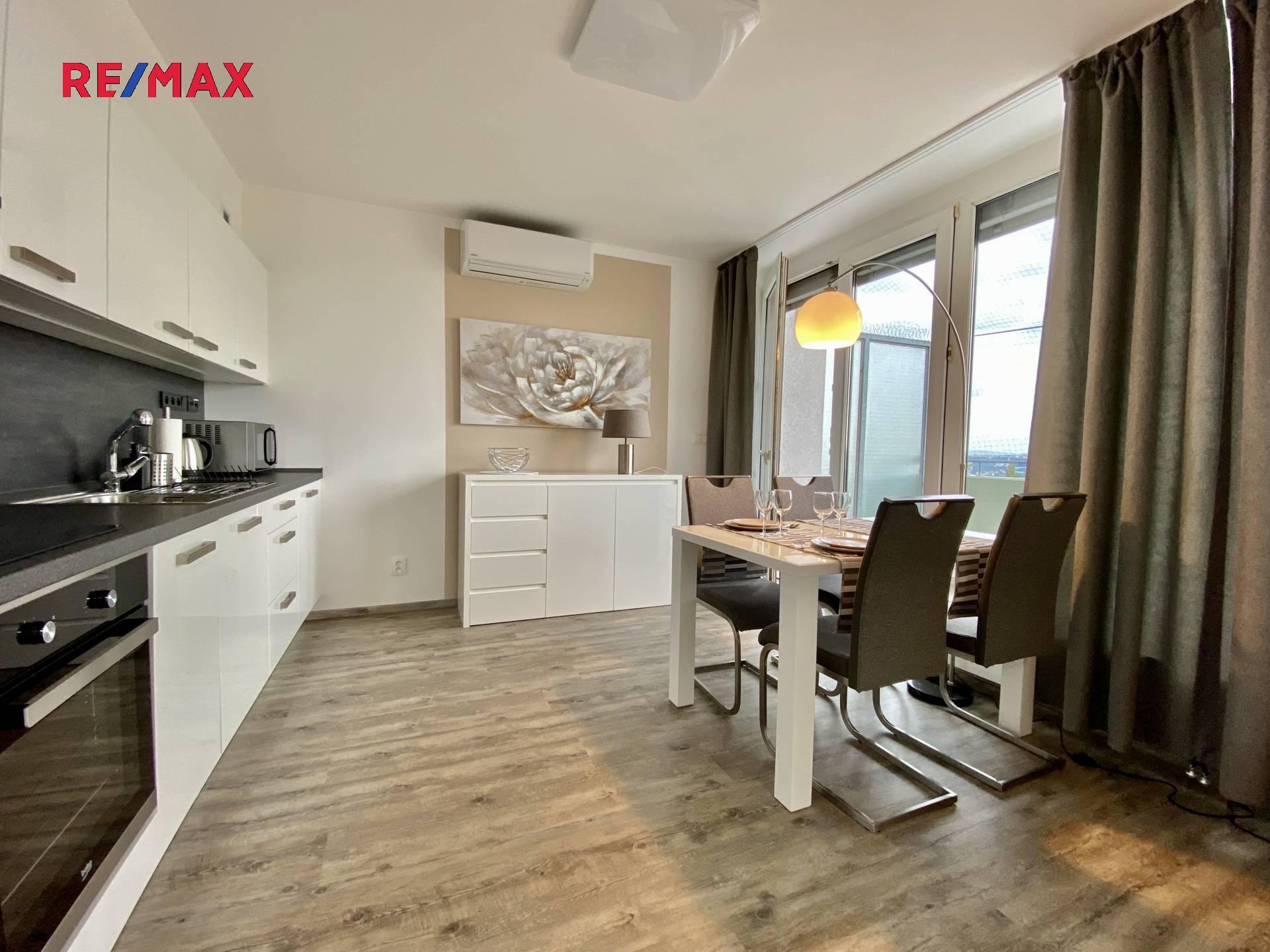 Pronájem bytu 1+1 v osobním vlastnictví 63 m², Praha 8 - Troja