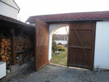 vstupní brána - Prodej domu v osobním vlastnictví 623 m², Babice