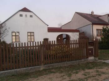 čelní pohled - Prodej domu v osobním vlastnictví 623 m², Babice